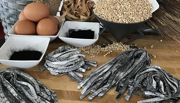 Tagliatelle au charbon végétal