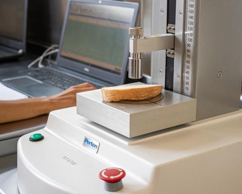 Texture analyzer in dotazione al Laboratorio R&S