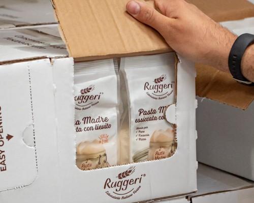 Packaging secondario pre-tagliato per la disposizione a scaffale