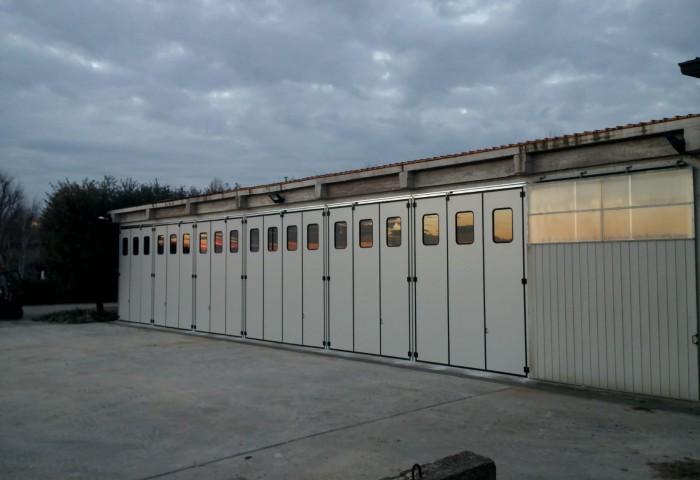 Forniture di porte industriali per serramentisti, un servizio specializzato per i professionisti del settore.